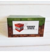 """Stalo kortelė su užrašu """"TNT"""""""